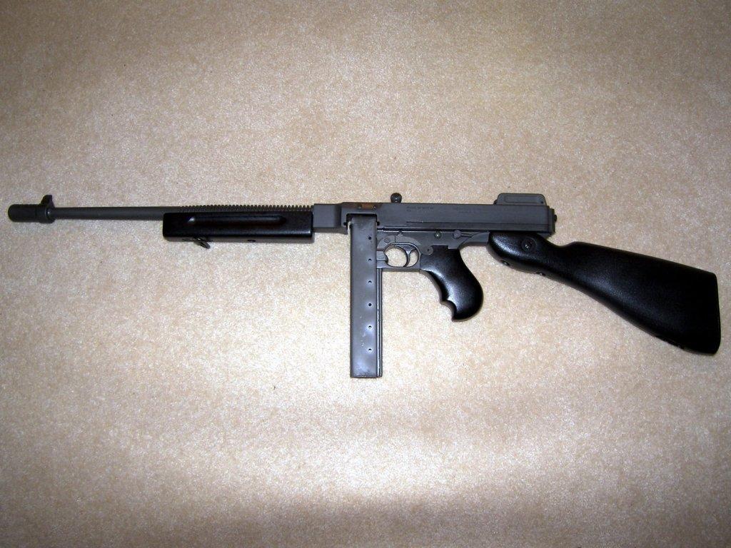tommy pistol